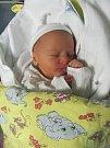 KRYŠTOF HON se narodil 14. listopadu v 0.34 hodin. Po narození vážil 2930 g. Svým příchodem na svět potěšil rodiče Kateřinu a Pavla Honovy ze Žďáru nad Orlicí.