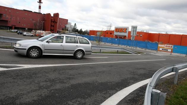 Stavba prodejny OBI v Hradci Králové.