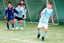 Stěžerská zimní liga ve fotbale v nafukovací hale.