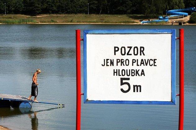 Koupání na Stříbrném rybníku v Hradci Králové - ilustrační foto.