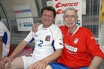 Na snímku z loňského duelu je Julius Bielik (vlevo) a manažer SG Viktorie Milan Schejbal