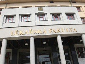 Lékařská fakulty Univerzity Karlovy v Hradci Králové - ilustrační foto.