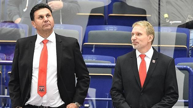 Na jedné lavičce. Vladimír Růžička (vlevo) s Tomášem Martincem společně vedli hradecký Mountfied v ročníku 2019/2020.