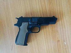 Zbraň použitá při pokusu o loupežné přepadení.