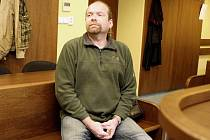Náchodský podnikatel Jan Ficek stanul před hradeckým krajským soudem kvůli podvodu.