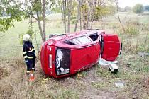 Havárie osobního automobilu Škoda Fabia v Blešně.
