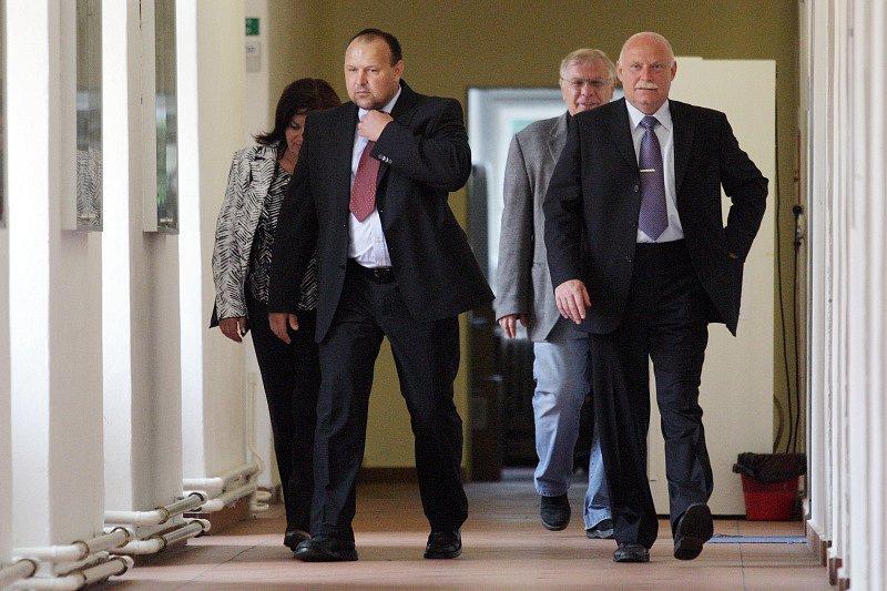 Soud s Ladislavem Lubinou, který zavinil tragickou nehodu na Hradecku, při níž zemřel Vratislav Lokvenc, otec fotbalového reprezentanta.