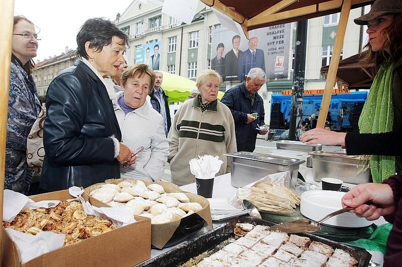 Židovský jarmark byl součástí Klezmerového odpoledne na hradeckém Baťkově náměstí (6. října 2010).