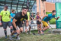 Rychlý start a síla v pažích. Tyto dva faktory byly jedny z nejdůležitějších v dvoudenních závodech Gladiator race Challenge, které se uskutečnily v letním čase u obchodního centra Futurum v Hradci Králové. Zhruba stometrová trať měla sedm překážek.