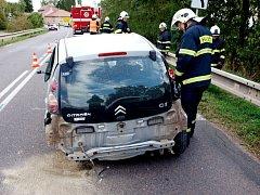Dopravní nehoda tří osobních vozidel v obci Kladruby.