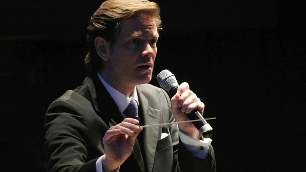Americký dirigent Paul Mauffray.