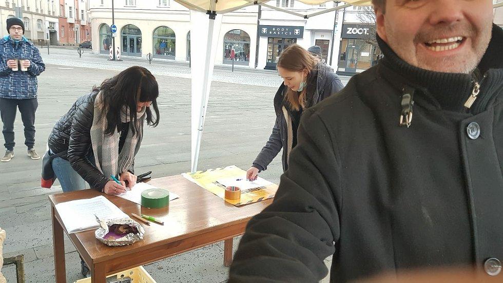 Z turné petičního stánku iniciativy.