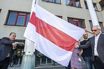 Představitelé města Hradec Králové vyvěsili 7. června 2021 na stožár před budovu magistrátu historickou červeno-bílou vlajku Běloruska. Chtějí tím dát najevo podporu občanům Běloruska v jejich úsilí o svobodu