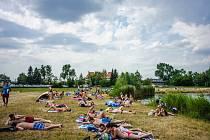 Relaxace u rybníku na Hradecku.