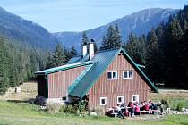 Oslavy 50 let existence stěžerského lyžařského oddíliu na chatě v Obřím dole.