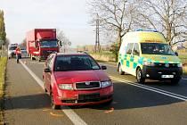Střet dvou osobních a jednoho nákladního automobilu na silnici č. I/35 mezi Hradcem Králové a Hořicemi.