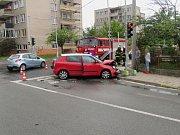 Dopravní nehoda dvou osobních automobilů v hradeckých Malšovicích.