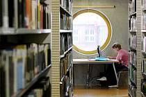 Nyní je k dispozici je 323 studijních míst, některá vybavená počítačem, a studijní boxy pro soustředěné studium jednotlivců a malých skupin.