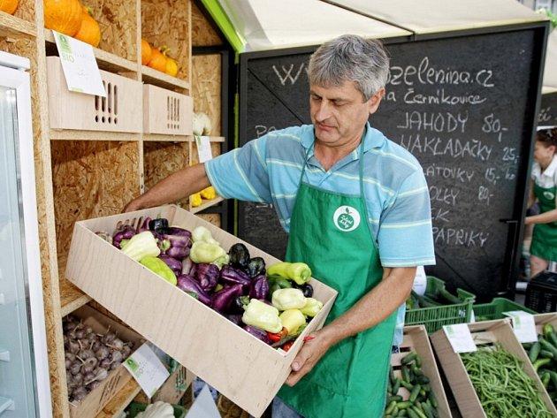 Zelené trhy na hradeckém Ulrichově náměstí.