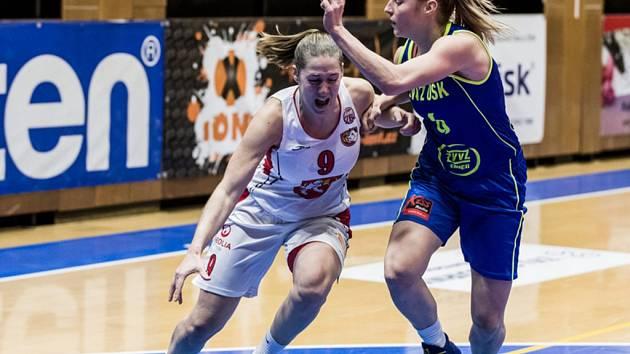 Ženská basketbalová liga: TJ Sokol ZVÚ Strojírny Hradec Králové - ZVVZ USK Praha.