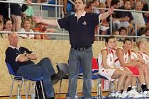 Asistent trenéra ČR a prezident basketbalového oddílu TJ Sokol Hradec Králové Miroslav Volejník