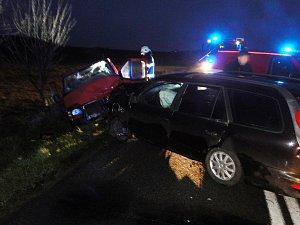 Nehoda dodávky a auta u Dolního Přímu