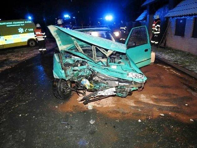 Dopravní nehoda dvou osobních automobilů v Bělči nad Orlicí.