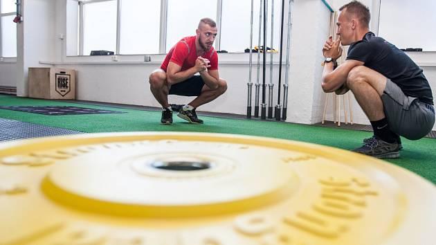 Fotbalista Jiří Skalák během přípravy s kondičním trenérem Ondřejem Krajákem.