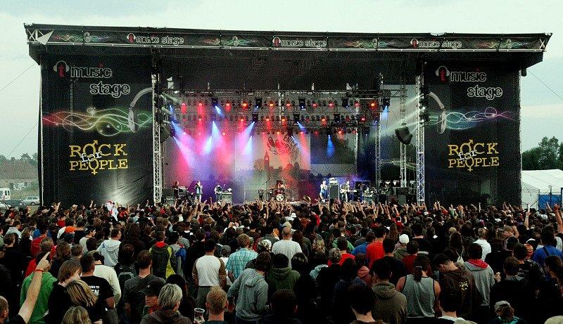 Jedno z pódií hradeckého Rock for People 2008