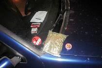 Zajíštěný balíček marihuany.