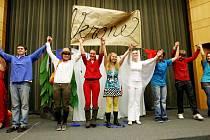 V rámci Pedagogických dnů, které připravila Pedagogická fakulta Univerzity Hradec Králové až do pátku 25. března,  se  konají  divadelní představení, přednášky a výstavy. V pondělí večer se představilo francouzské divadlo se čtyřmi krátkými příběhy.