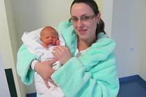TEO CENKWER se narodil 30. ledna ve 20.33 hodin. Měřil 48 centimetrů, vážil 2650 gramů a úsměv na tváři vykouzlil mamince Nele a tatínku Ivanovi z Hradce Králové.