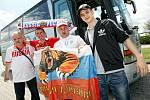 Fotbaloví fanoušci na cestě do Polska za mistrovstvím Evropy.