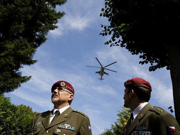 Poslední rozloučení srotmistrem Jaroslavem Lieskovanem, jedním zpěti českých vojáků, které zabil sebevražedný atentátník vAfghánistánu, vkrálovéhradeckých Kuklenách.