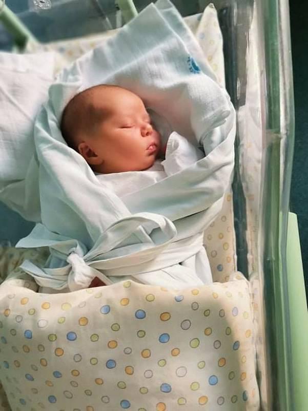 ELENA VÍTOVÁ poprvé vykoukla na svět 10. července v 15.38 hodin. Po narození měřila 52 cm a vážila 3820 g. Svým příchodem na svět udělala ohromnou radost svým rodičům Kateřině a Davidovi Vítovým že Stěžer.