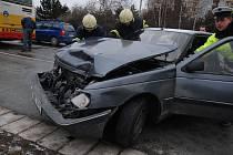 Na Brněnské třídě v Hradci Králové se srazil autobus MHD s osobním vozem.