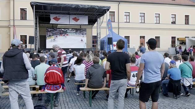 Přímý přenos z hokejového mistrovství světa na Pivovarském náměstí v Hradci Králové.