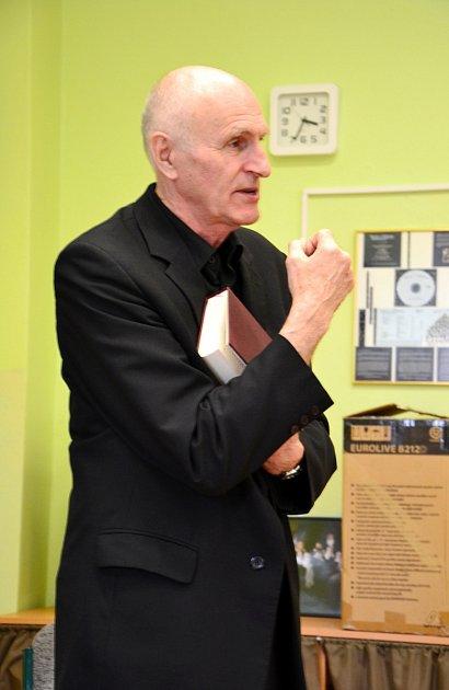 Návštěva profesora Martina Hilského vkrálovéhradeckém Gymnáziu Boženy Němcové.