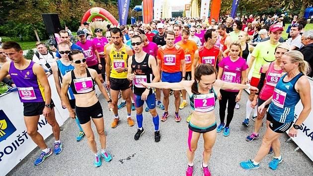 Běžkyně Ivana Sekyrová (č. 8) a Eva Nývltová (č. 2).
