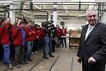 Prezident Zeman si prohlédl muzeum a výrobu firmy Petrof na výrobu klavírů a pianin.