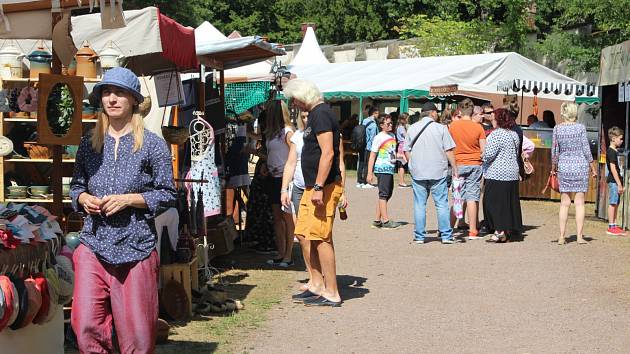 Slavnosti na Hrádku u Nechanic začaly v sobotu ráno a potrvají celý víkend.