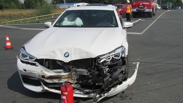 Dopravní nehoda dvou osobních automobilů v Březhradu.
