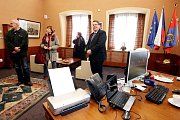 Oslavy kraje pokračovaly 18. prosince dnem otevřených dveří pro veřejnost. Lidé měli možnost navštívit hejtmana v jeho pracovně, prohlédnout si sál zastupitelstva či místnost krizového řízení.