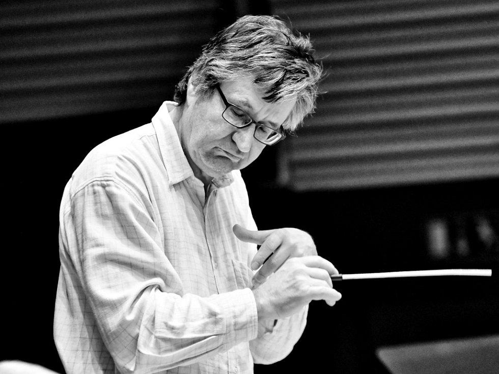 Dirigent István Dénés.