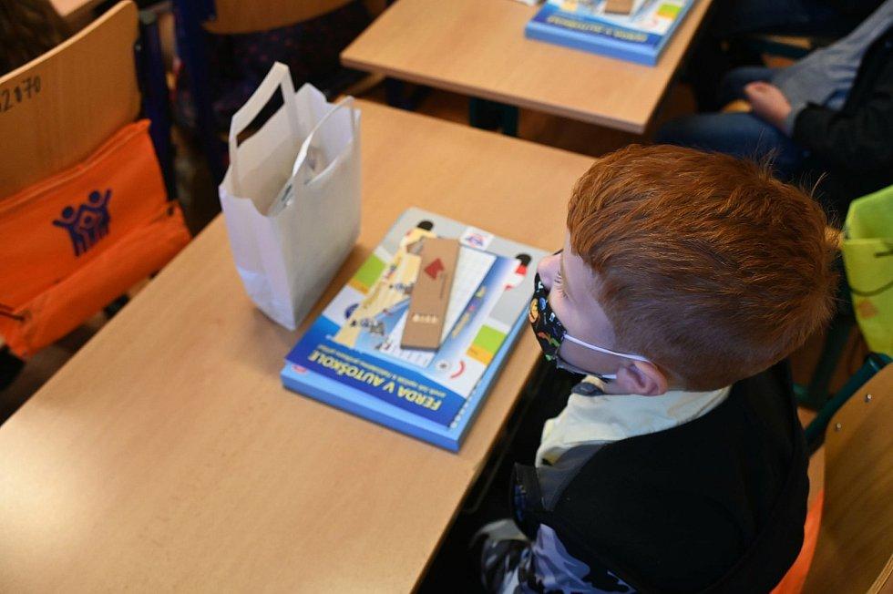 První školní den zažily desítky prvňáčků v Masarykově základní škole v Plotištích. Přivítat je přišel i primátor města Alexandr Hrabálek.