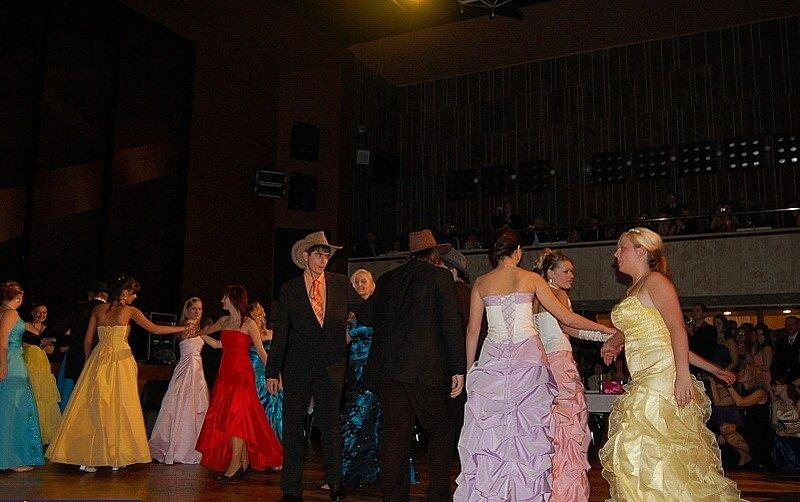 Při tanci jsme hráli všemi barvami.