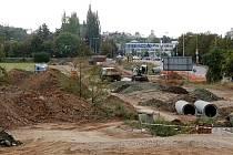 Globus má zájem o téměř jedenáctihektarový městský pozemek v severní zóně, tedy na stávající louce mezi areálem Rubena, železniční tratí, dopravním podnikem a obchodním domem Kaufland.