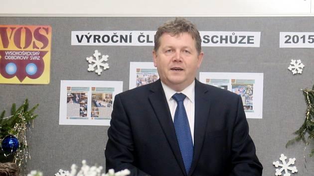 Rektor Josef Hynek bilancuje.