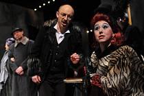 SNÍMEK pochází z představení Pucciniho opery Bohéma na domovském jevišti Severočeského divadla opery a baletu v Ústí nad Labem. Hradecké publikum operu uvidí a uslyší ve středu 7. července.