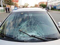 Střet osobního vozidla s chodkyní na hradecké Pražské třídě.